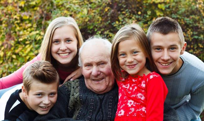 importancia de visitar a familiares en residencias de ancianos